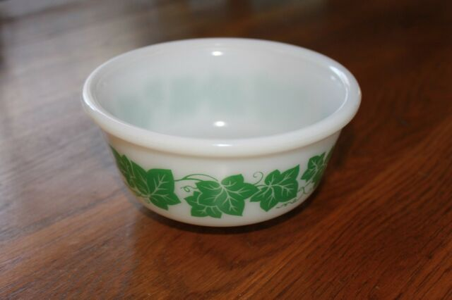 Vintage HAZEL ATLAS Green Ivy Leaf Bowl 3
