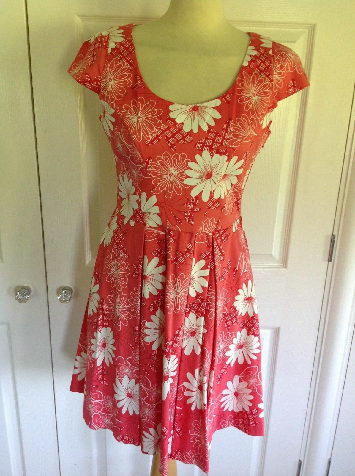 BNWT OASIS  stunning coral red & ivory print fit & flare knee length dress 12