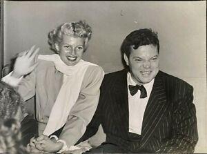 Rita-Hayworth-Orson-Welles-laugh-candid-1947-Stamped-Original-11x14-Photograph