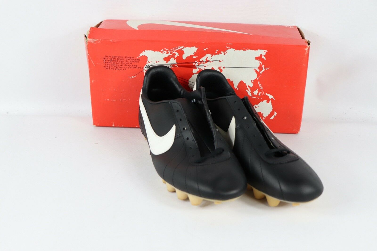 Vintage 80s New Nike Mens 8 Europa Leather Soccer shoes Cleats Black White