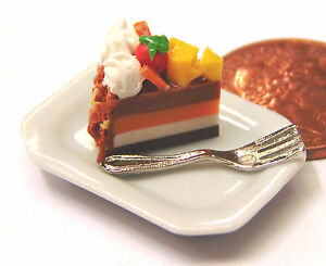 1-12-Scale-Slice-Of-Cake-On-A-Plate-Dolls-House-Miniature-Food-Accessory-SCs3