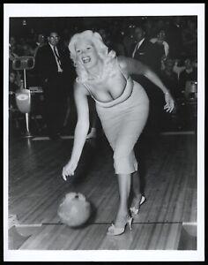 Jayne-Mansfield-1955-Hollywood-Starlet-Bowling-Type-1-Original-Photo-PSA-DNA