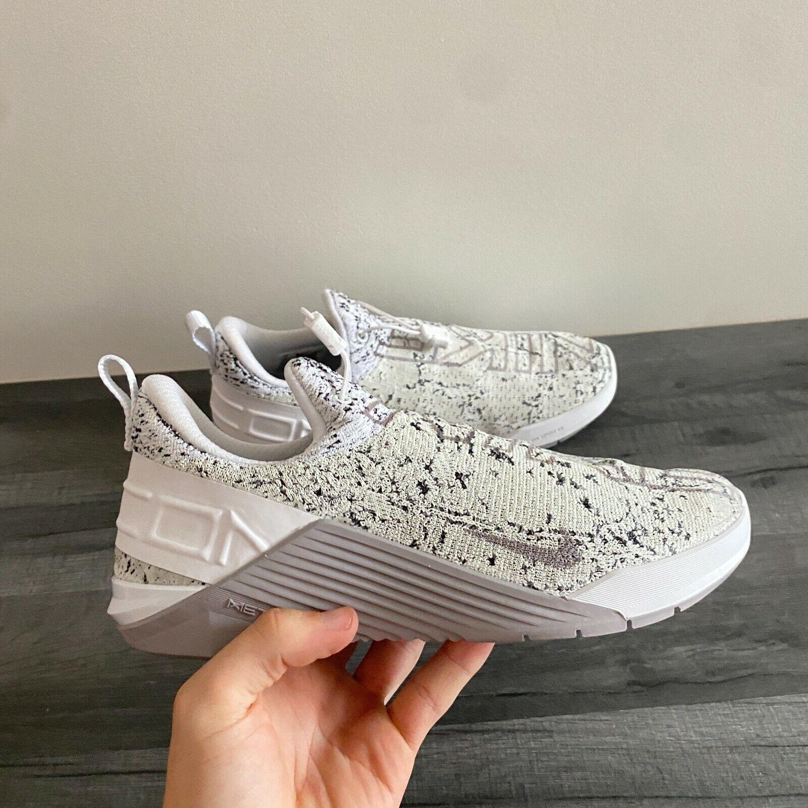 Nike Femme réagissent metcon-UK 6.5/US 9/EUR 40.5 - Gris/Blanc (BQ6046-100)