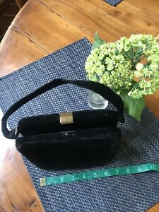 Black-Velvet-Box-purse-bag-handbag-1940s-1950s-Gold-Kiss-Clasp-Great-Condition