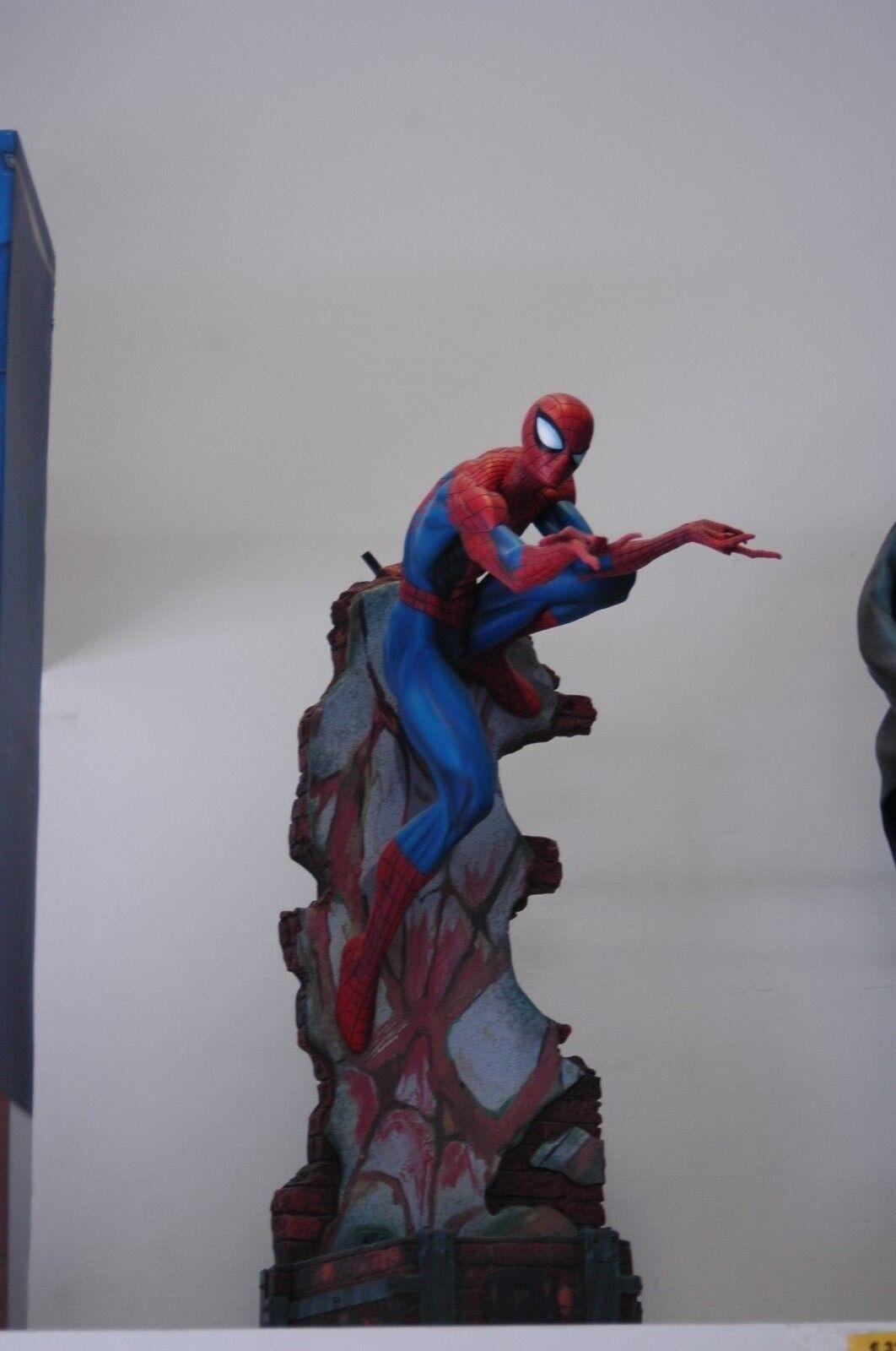 Sideshow Spiderman J Scott Campbell Comiquette