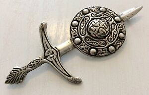 Superb-Very-Large-Antique-Solid-Silver-Chester-1947-Celtic-Plaid-Brooch-25-5g