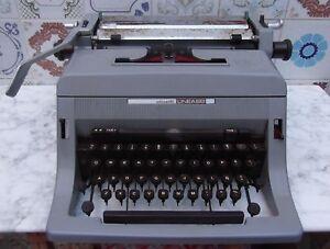 Maquina-de-escribir-Olivetti-Linea-88-para-decorar-o-puesta-a-punto-vintage