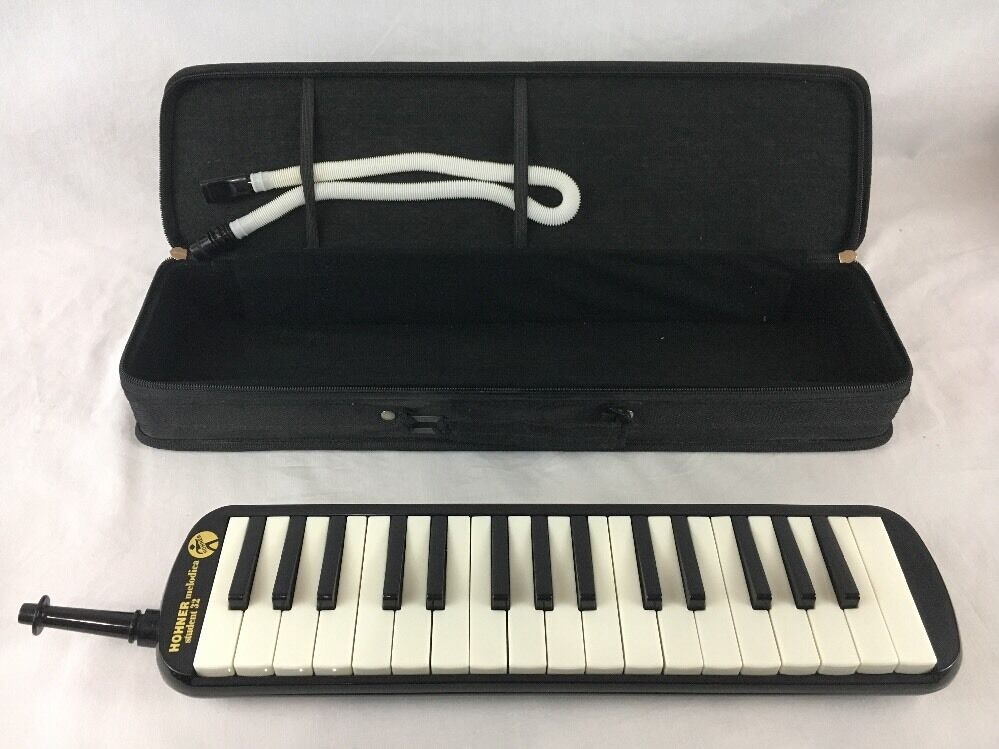 Hohner Melodica Student 32 with Case 2 Mouth Pieces