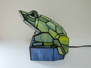 Tiffany-style-Stained-Glass-Frog-Lamp-accent-Lamp-lighting-geometric-design