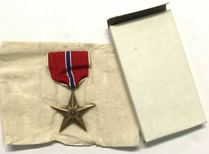25-Original-WWII-Slot-Brooch-Bronze-Star-Medals-in-Orig-Box-From-1944-Dated-Case