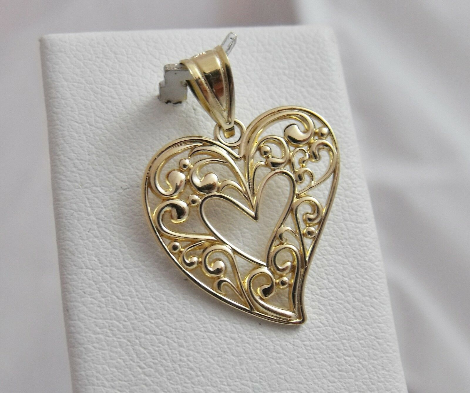 14K gold Open Scroll Design Heart Charm Pendant 1.4gr
