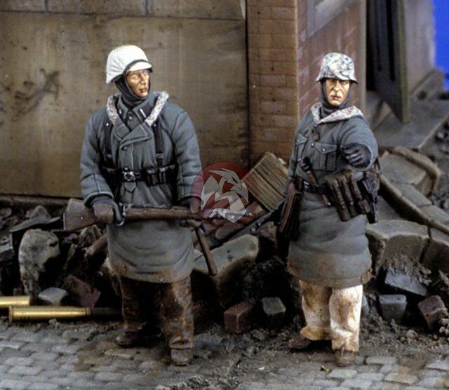 Verlinden 1 35 German Panzergrenadiers in Winter Clothing WWII (2 Figures) 2491
