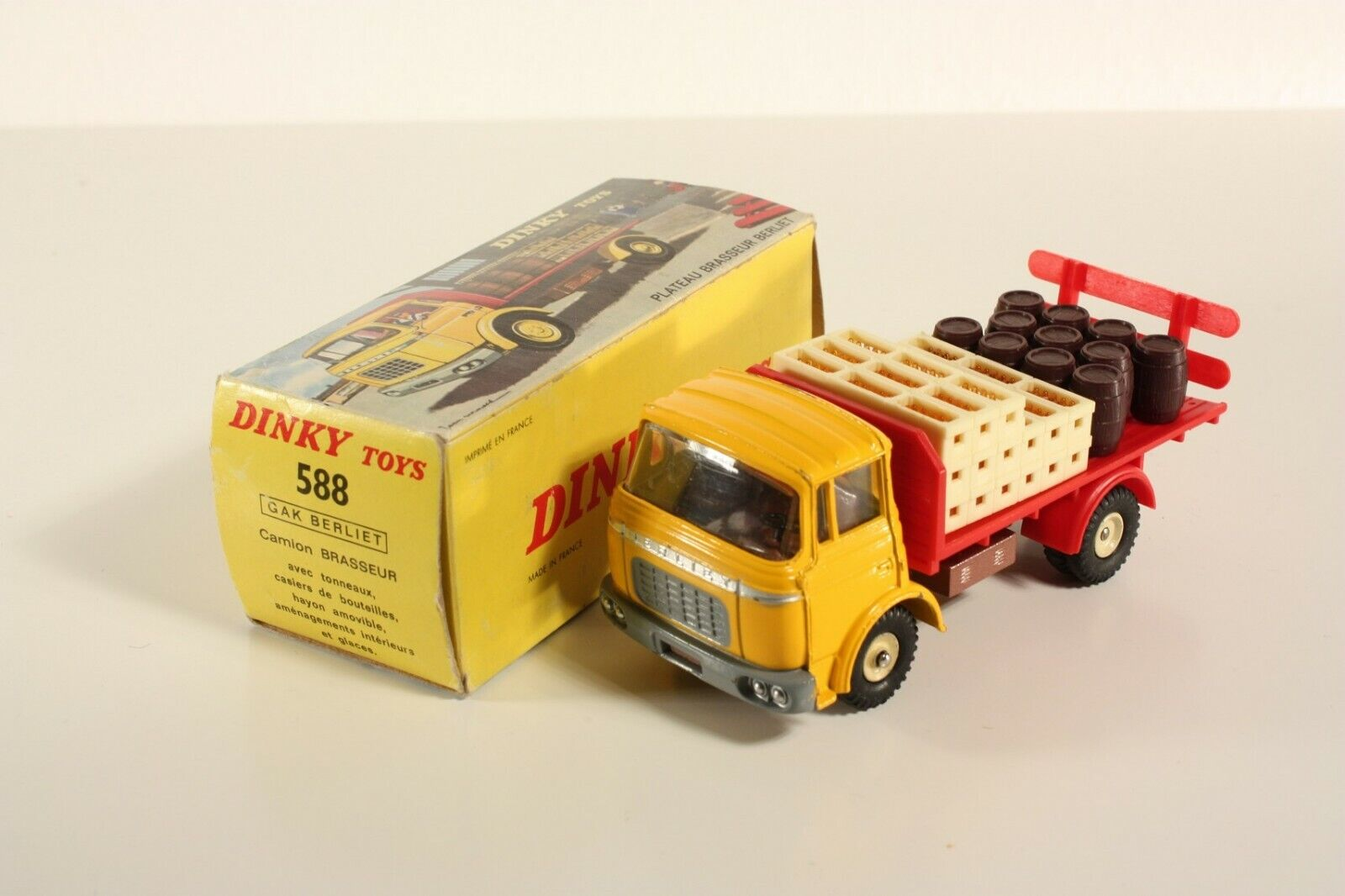 DINKY TOYS 588, Camion Brasseur Berliet, Comme neuf in box  ab2195