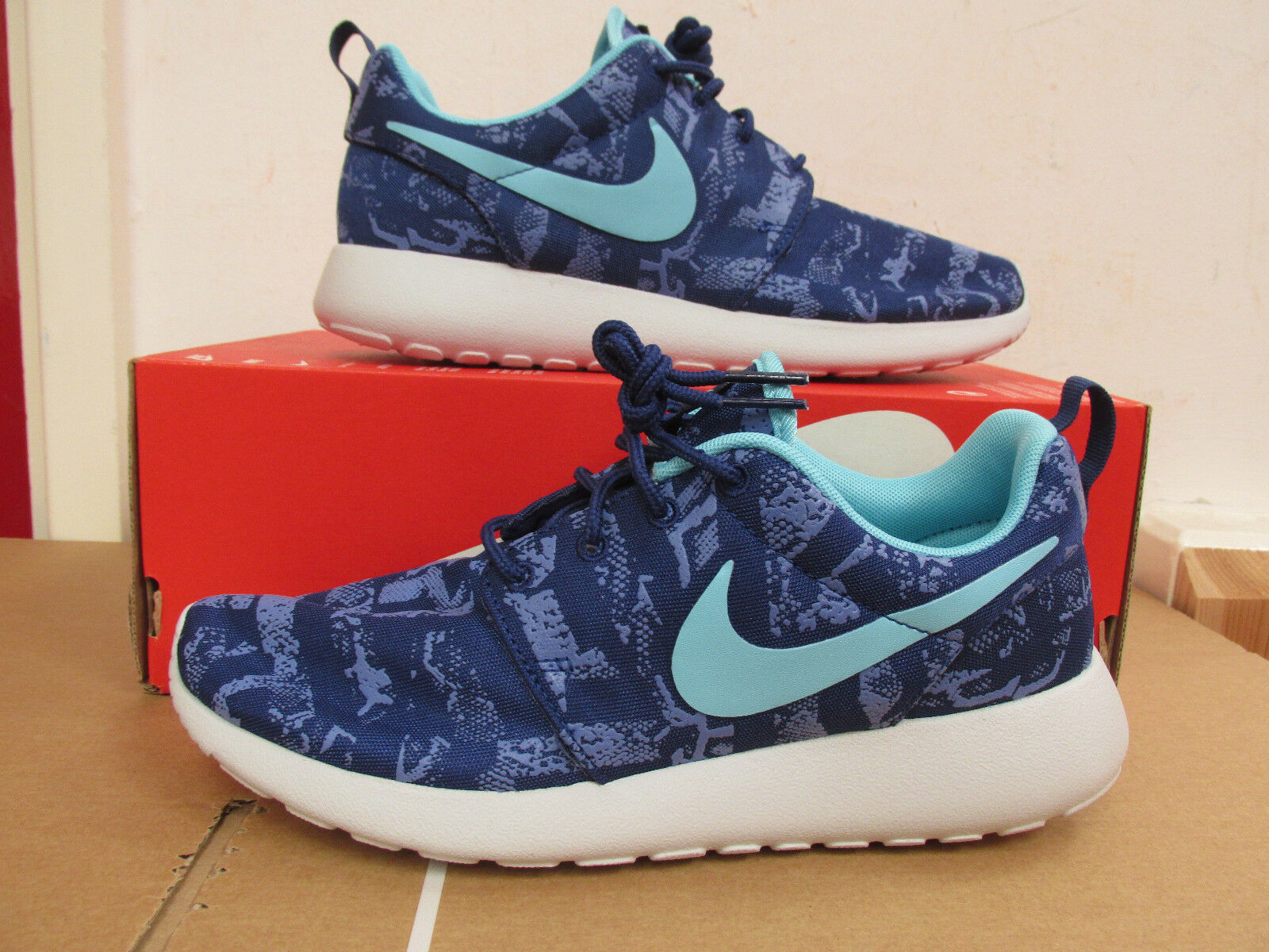Nike Womens Roshe One Print Running Trainers 599432 440 shoes sneakers CLEARANCE