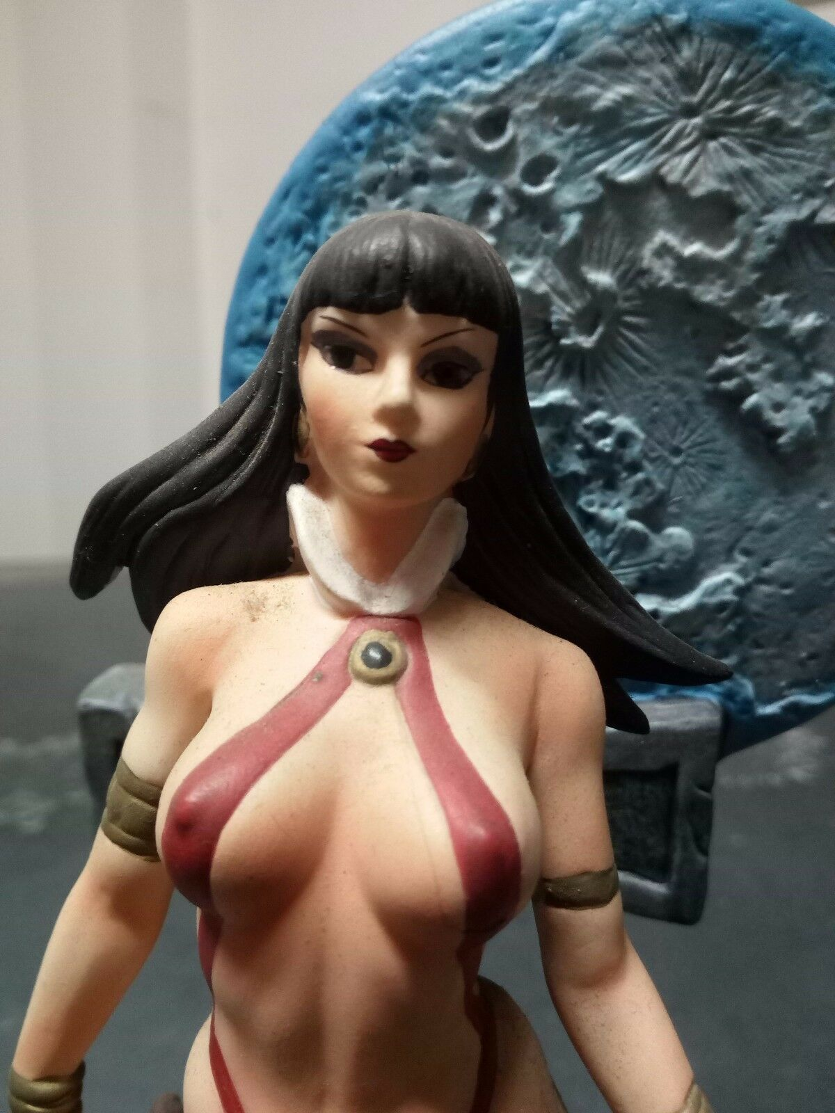 Vampirella Moore Creations 2001 Limited Edition 1594 / 5000 Porcelain 8
