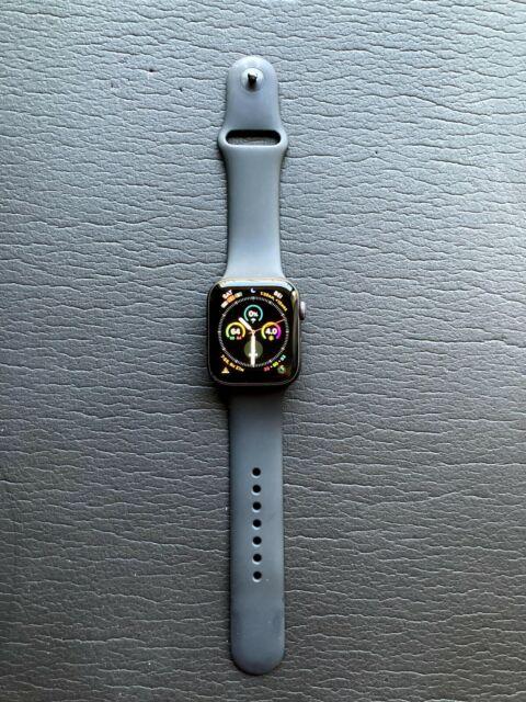 Reloj de Apple serie 4 44 mm Caja de Aluminio Gris Espacio Con Banda Negra Sport (GPS)