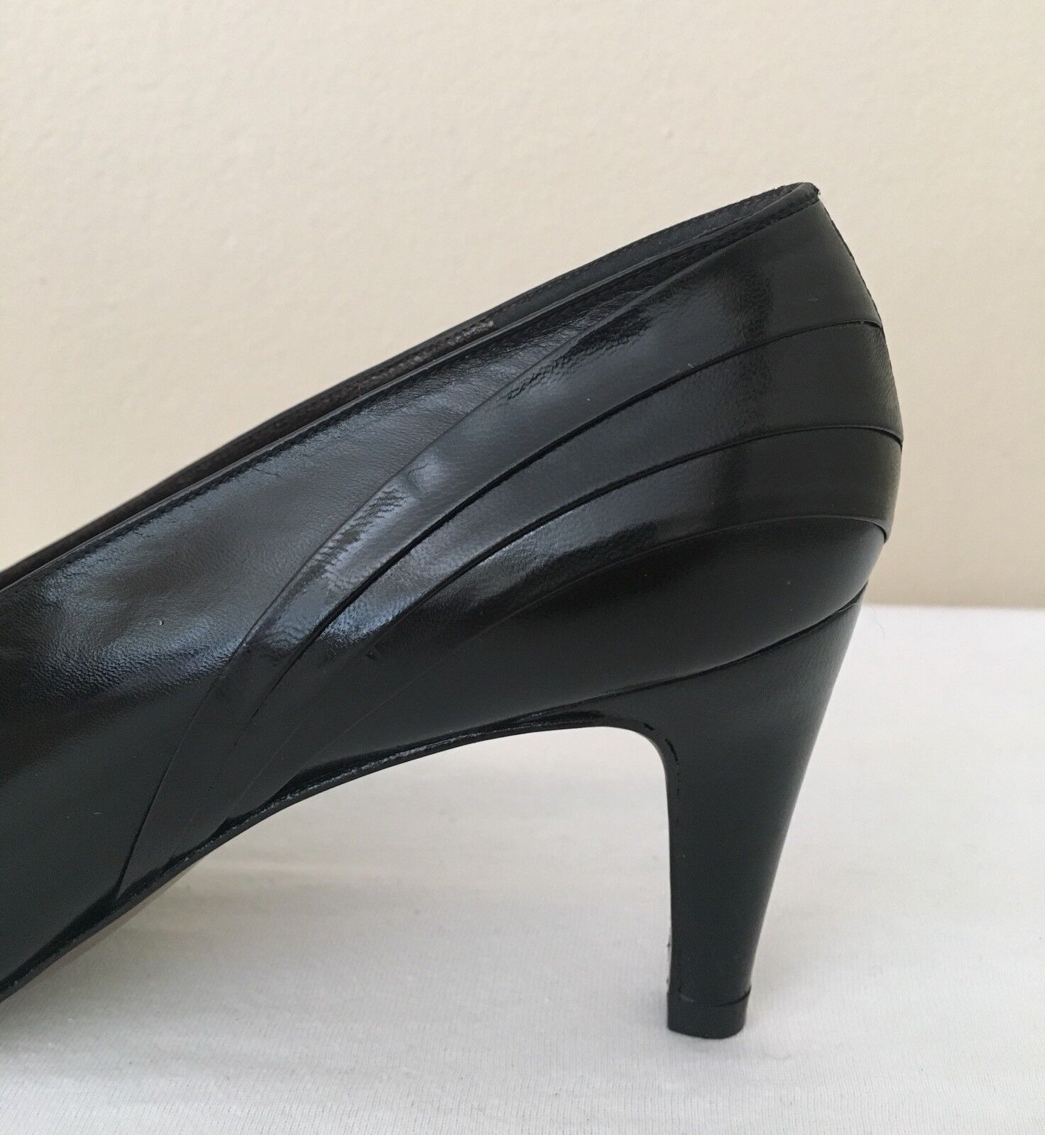 Ana Bonilla Collection Palizzio Size 7.5 Pumps Black Leather Slip Slip Slip On Classic ca4511
