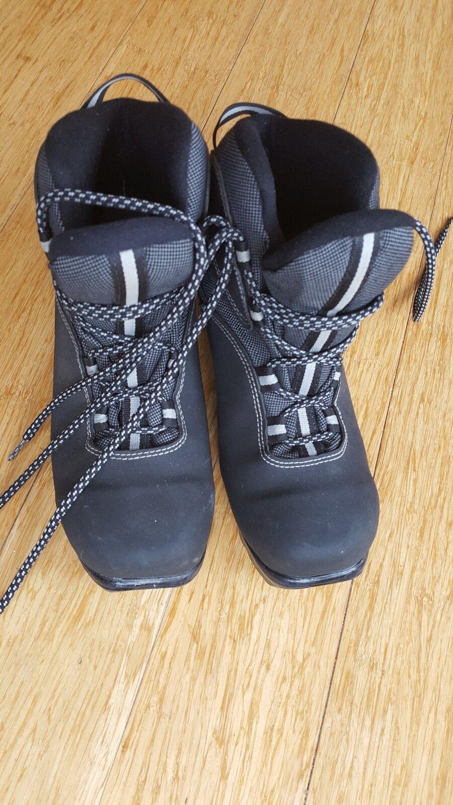 Rossignol X-country Ski Boots Size 6.5 Women NNN