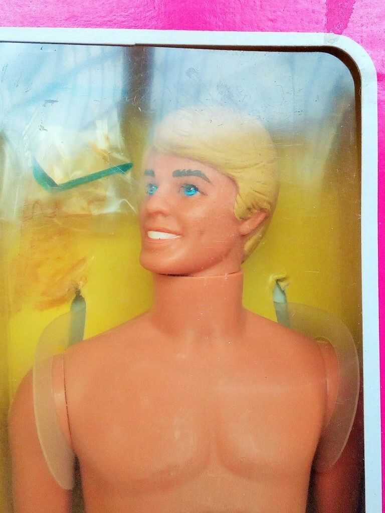 Barbie  vintage KEN SUNSATIONAL MALIBU'1981. HAWAIIAN SUPERSTAR.