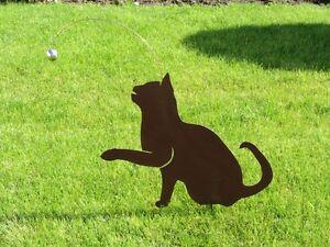 Katze-spielend-Rost-Katzen-Edelstahlkugel-Kugel-Metall-Katze-Edelrost-Katzen