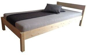 Erhoehtes-Bett-mit-Kopfteil-Holz-Massivholzbett-Seniorenbett-Bettgestell-natur