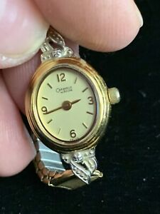 Vintage-Caravelle-By-Bulova-46LO5-Watch-Oval-Face-W54