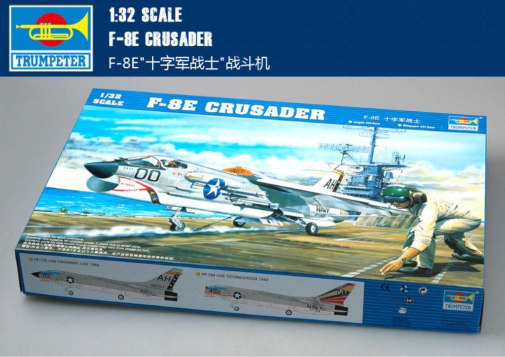 Trumpeter 02272  1 32 F-8E Crusader US Navy Fighter model kit