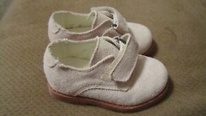 EUC-Toddler-Boys-size-5-BEIGE-suede-dress-shoes-Kitestrings-Hartstrings