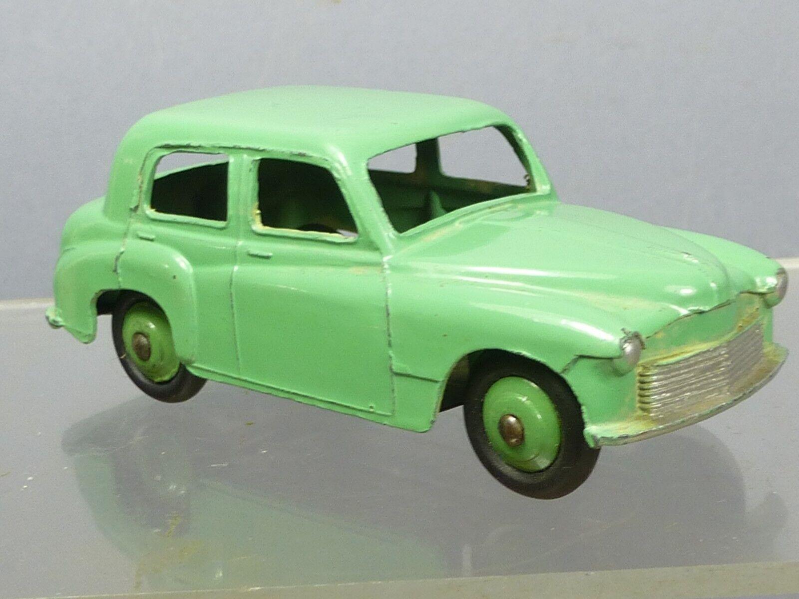 Ein schäbiger spielzeug - modell no.40f hillman minx saloon  grün - version