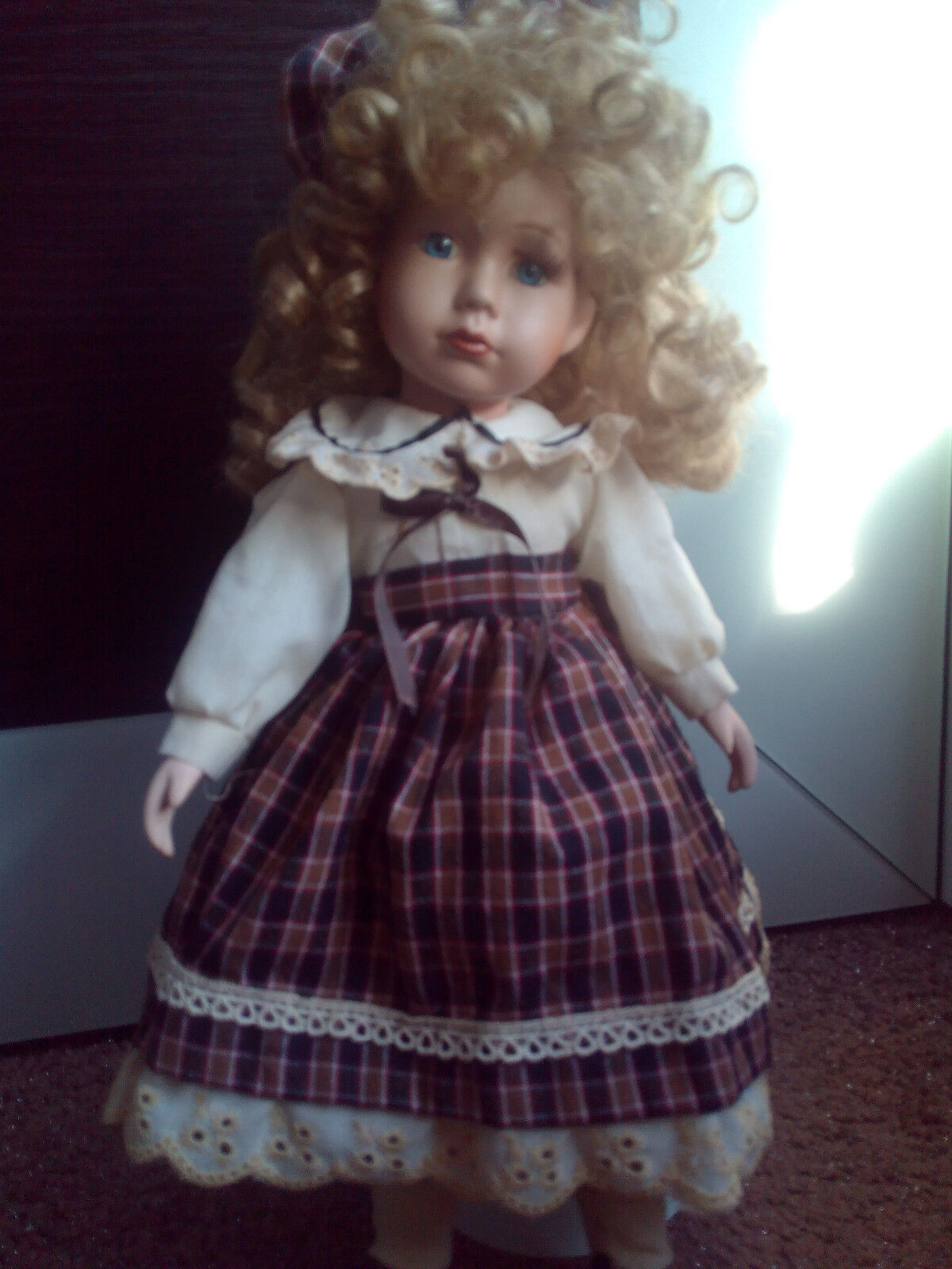 BEAUTIFUL VINTAGE GERMAN PORCELAIN BISQUE DOLL BIG Größe ON STAND 43CM. RARE