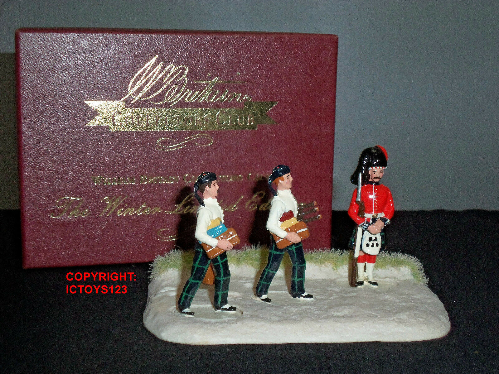 BRITAINS 41129 HIGHLAND PREPERATIONS FOR NEW YEARS DAY 2003 CHRISTMAS FIGURE SET