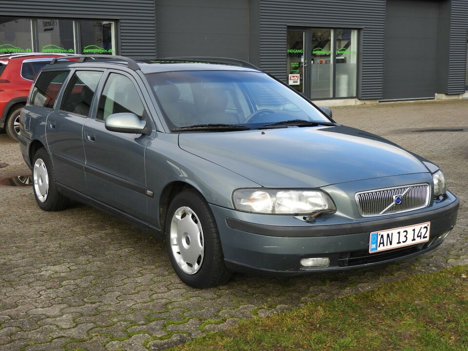 Volvo V70 2,4 140 aut. Benzin aut. Automatgear modelår 2002
