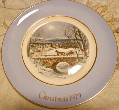 "Avon Christmas Plate Series Seventh Edition ""Christmas 1979"""