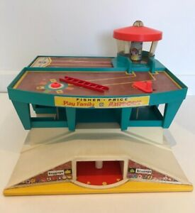 VINTAGE-Fisher-Price-Little-People-playset-AEROPORTO-DI-FAMIGLIA-1972