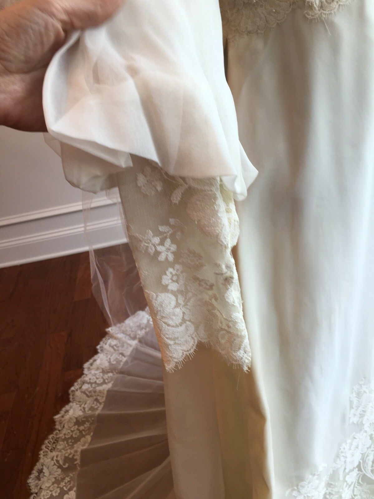 Wedding Dress Gown Complete with Lace, Veil And V… - image 6