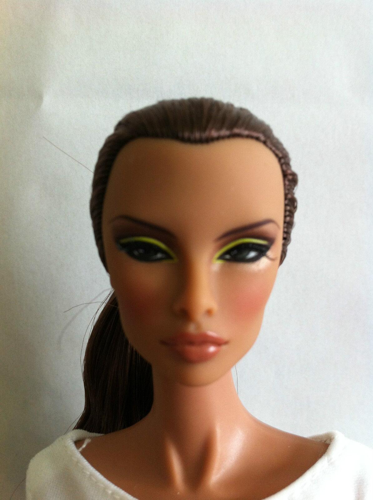 Fashion Royalty Natalia Fatale  / unbespielt / bekleidet
