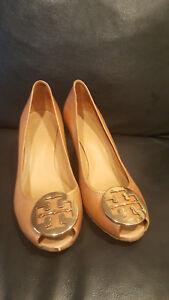 216553e375f TORY BURCH Sally 2 Peep Toe Reva Wedge Heels Tan Leather   Gold Logo ...