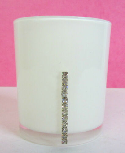 87W0160 ONLY £1.99! White Plastic Tumbler With Diamante Strip