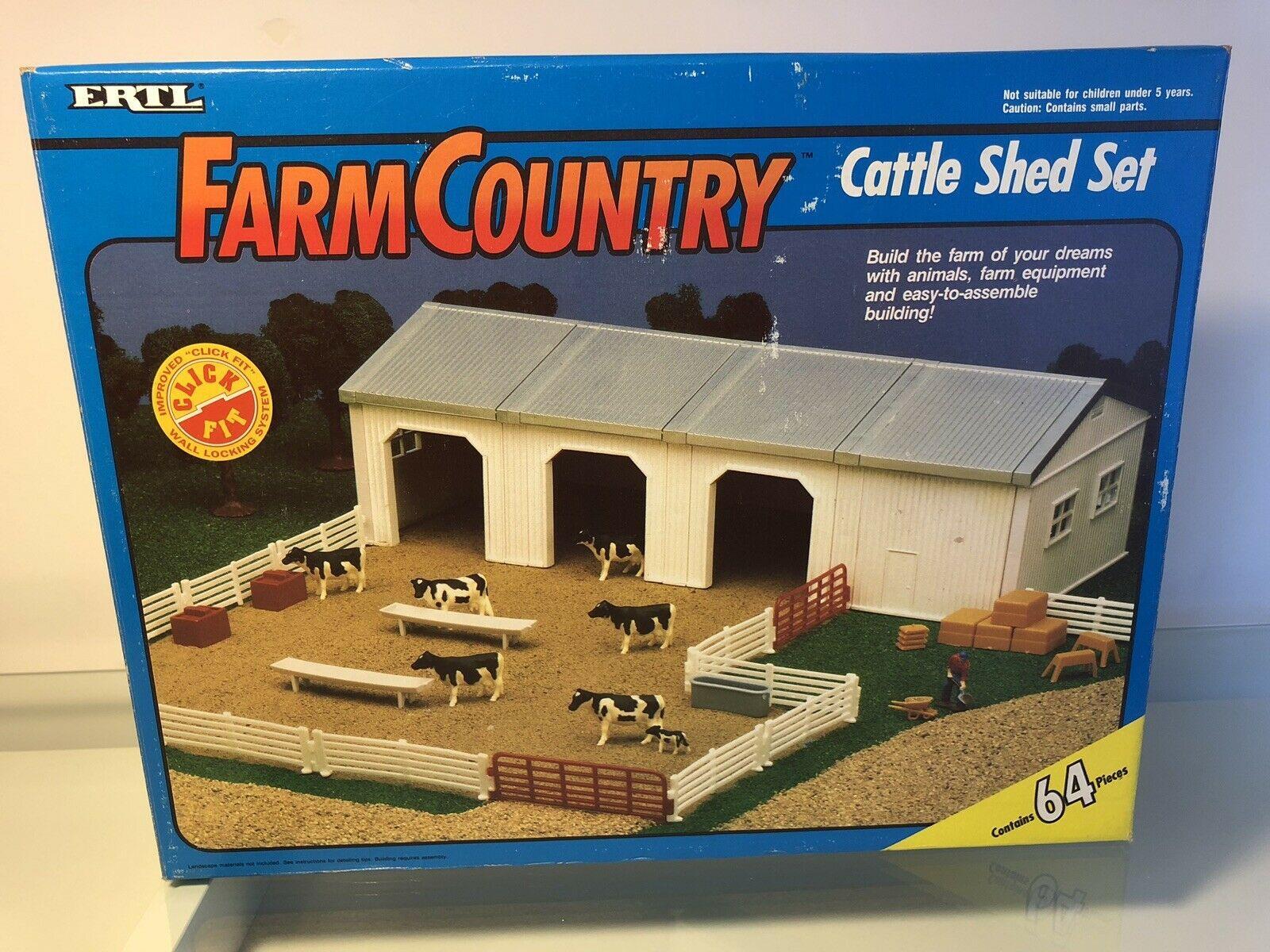 1 64 ERTL FARM COUNTRY CATTLE SHED SET TOY BUILDING SCALE (64 PIECES)