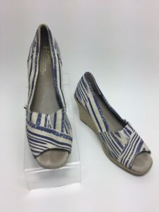 f10f8746366 TOMS Calypso Wedge Sz 8.5 Peep Toe Blue   White Striped Canvas ...