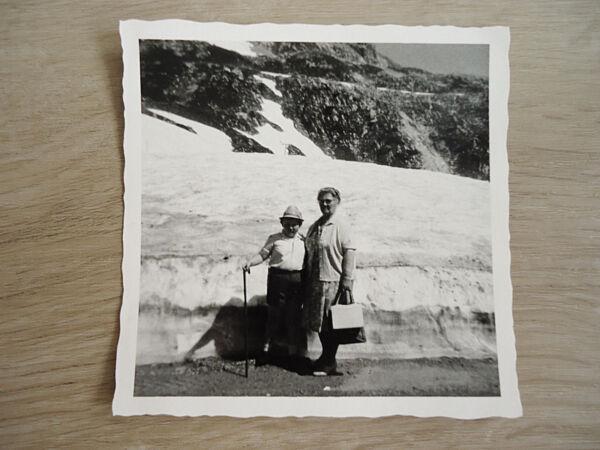 """""""alpinist"""": Alte Sw-fotografie, Altes Sw-foto, 50-er Jahre, Junge, Oma, Berge! Wohltuend FüR Das Sperma"""