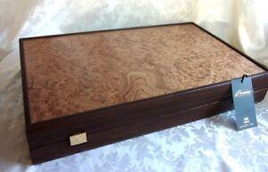 Backgammon de luxe en noyer XL avec des pièces de nacre Manopoulos à la main