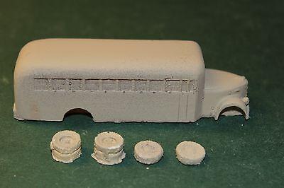 HO SCALE BUS 1940 REO SCHOOL BUS
