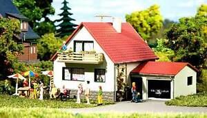 AUHAGEN-H0-TT-12222-Casa-Con-Garaje