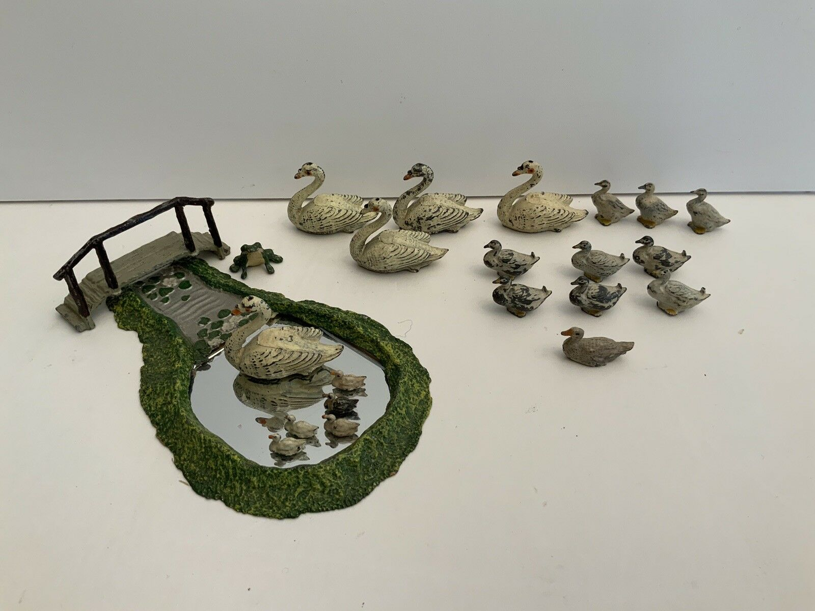 ALL JOHN HILL & CO RARE LILY POND with SWAN & 5 CYGNETS + Bridge + others (23)