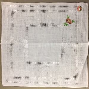 Lot-of-4-vintage-ivory-linen-napkins-pulled-thread-embroidery-color-flower