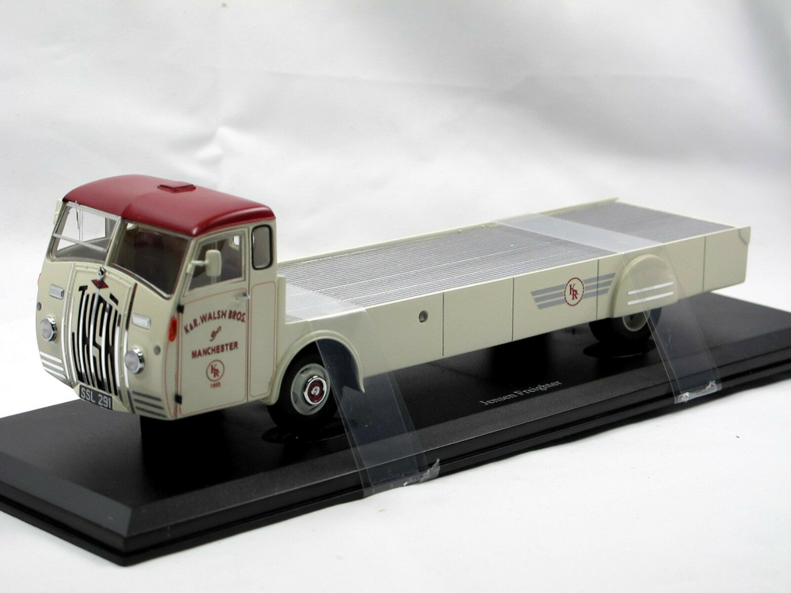 Autocult 11007 1955 jnsn Jensen Freighter 30 ft. Flatbed Lorry 1 43 Resin NEW