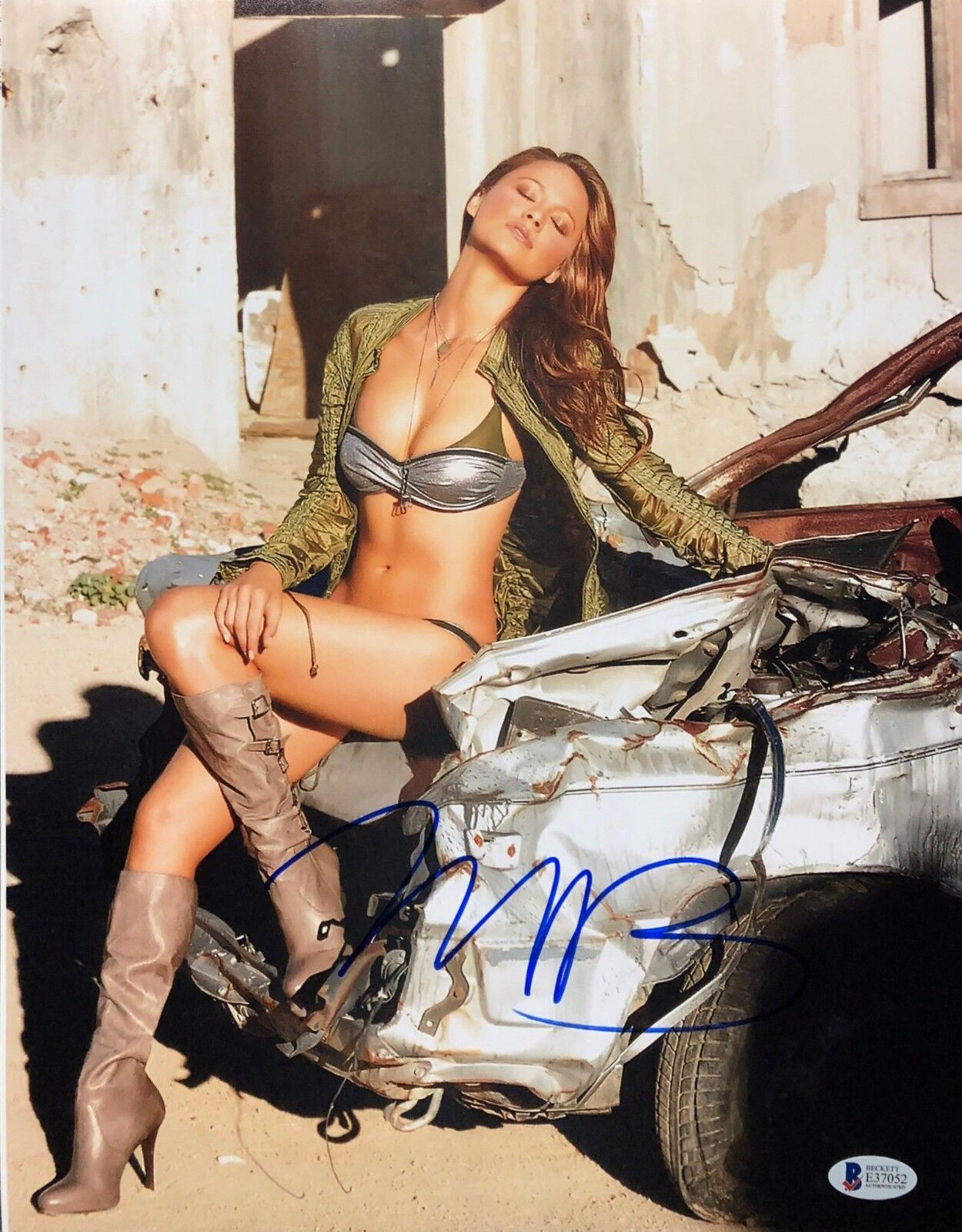 Moon Bloodgood Signed 11x14 Photo *Model BAS Becket E37052