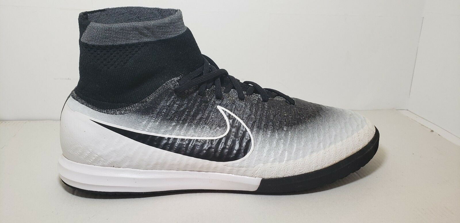 Nike Magistax Proximo IC Men's Indoor Soccer Shoe 718358 100 Size 11
