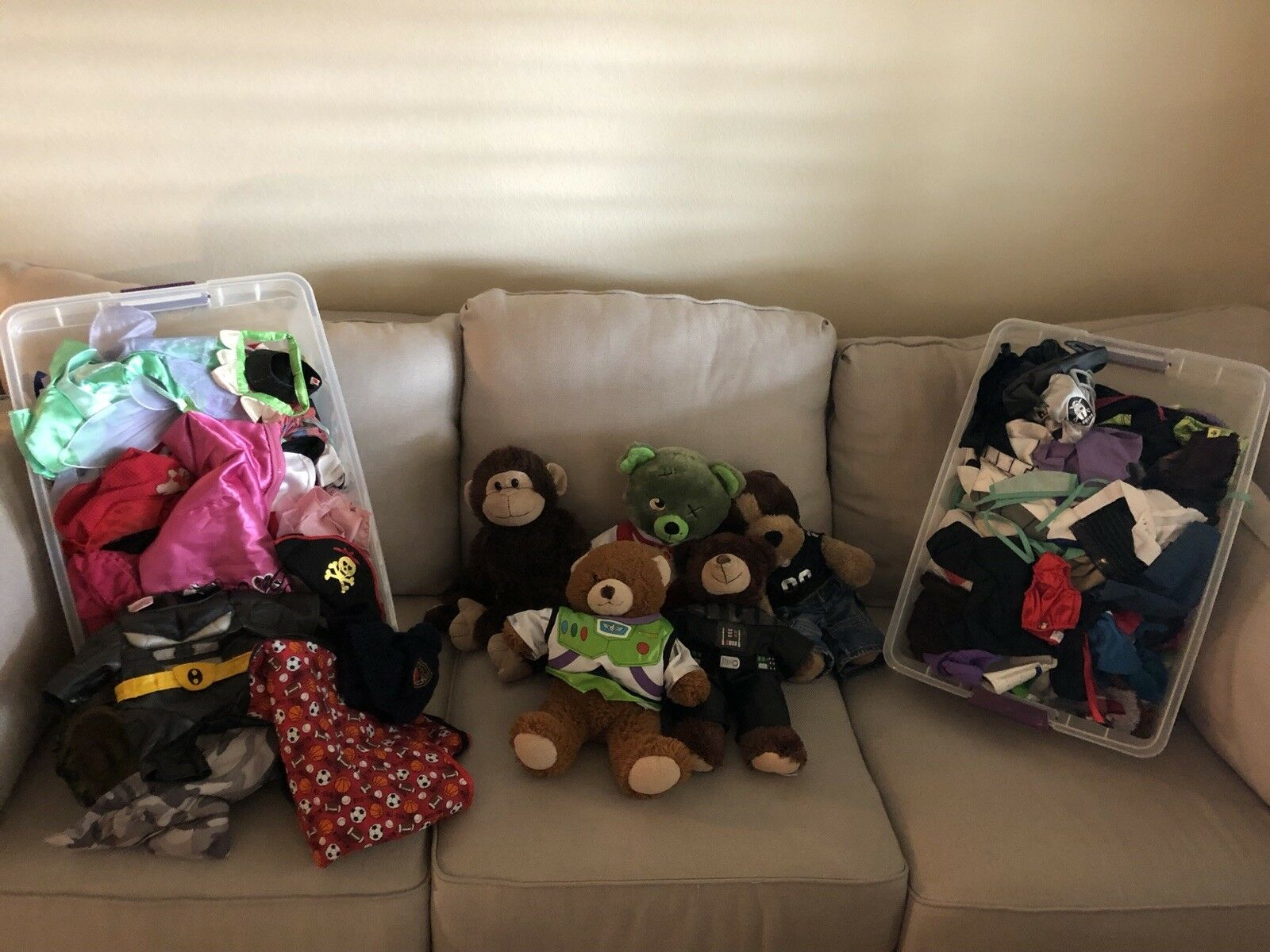 Build a bear clothes lot and bears